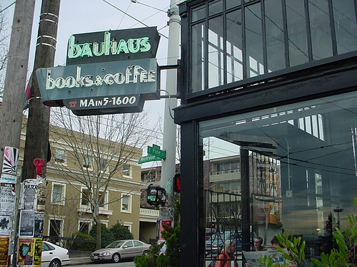 Writers! 8 Reasons Why You Should Move to Seattle